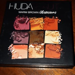 Huda Beauty warm obsessions palette in warm browns